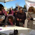 Las asociaciones del Henares recogen firmas contra el recorte horario en atención primaria