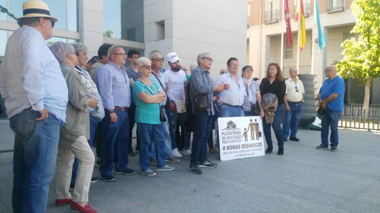 La AV Zarzaquemada y la PAH Leganés piden una solución habitacional a la familia que ayer evitó temporalmente su desalojo