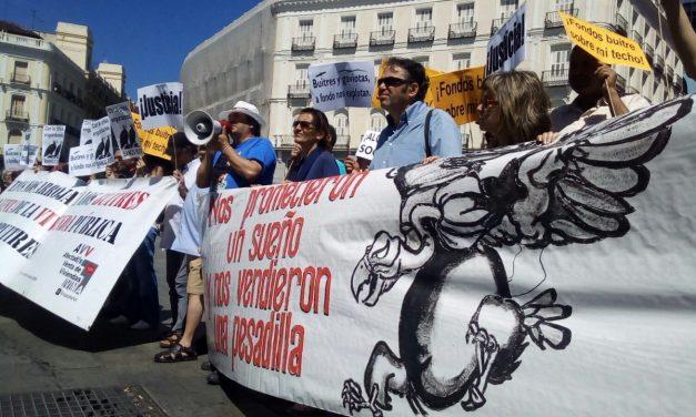 Concentración para pedir la Comunidad de Madrid que no recurra el auto del TSJM que declara nula la venta de viviendas del IVIMA