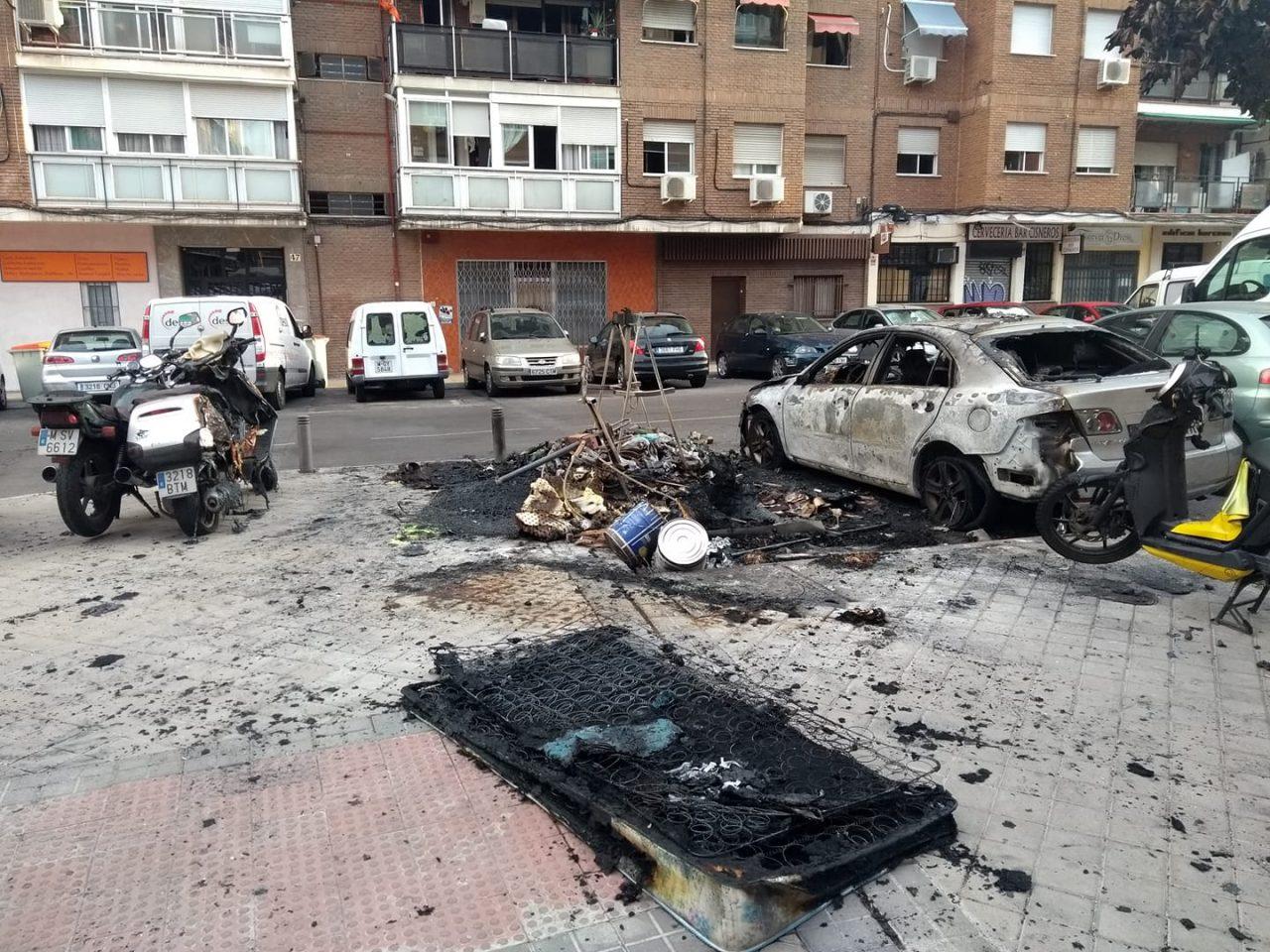 ¡Ciudad Lineal se quema! La vecindad, harta de los pirómanos, pide más vigilancia