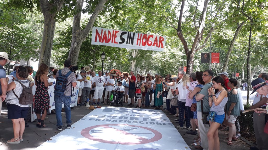"""82ª Marea Blanca: """"seguimos en pie denunciando el deterioro"""" de la sanidad pública"""