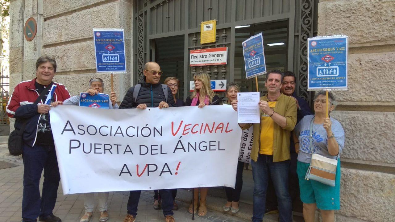 Entregan 4.667 firmas para exigir ascensores en las dos estaciones de Metro de Puerta del Ángel