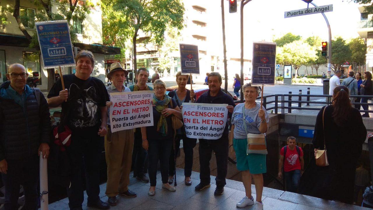 Presentación firmas instalación de ascensores en Puerta del Ángel 2