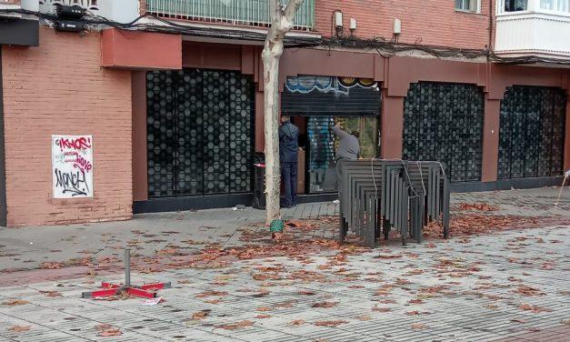Movilización vecinal para impedir la apertura de un local de apuestas a 25 metros del colegio público Parque Aluche