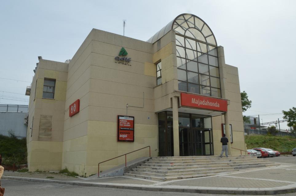 Resultado de imagen de estación de tren de majadahonda