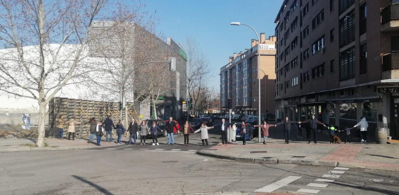 Oposición vecinal a las obras de una nueva gasolinera que se alzará a menos de 30 metros de las viviendas del PAU de Carabanchel