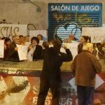 Las asociaciones vecinales de Latina se unen para protestar contra la proliferación de los locales de apuestas
