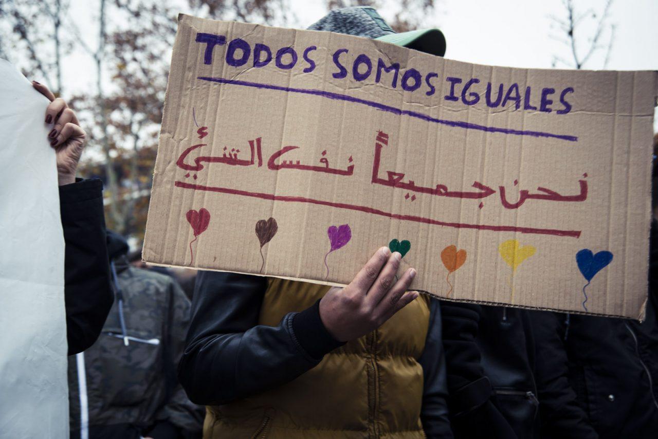 Asociaciones vecinales protestan ante una pregunta de Vox que relaciona inseguridad con menores inmigrantes dirigida al pleno de Ciudad Lineal