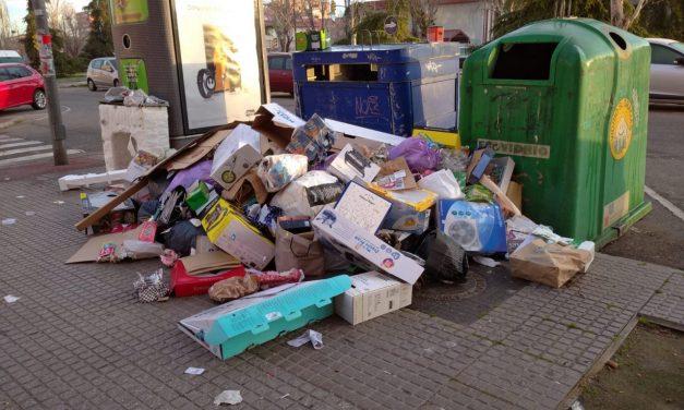 Las asociaciones vecinales de Leganés solicitan una reunión con el alcalde para abordar el deterioro de la limpieza viaria y la recogida de basura