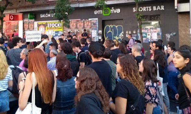 Protesta vecinal contra tres nuevos locales de apuestas en Tetuán-Las Vegas