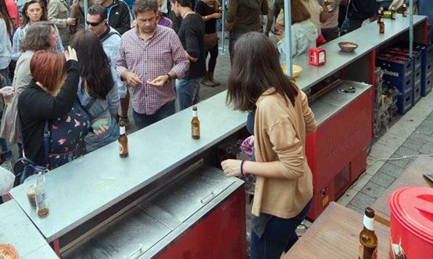 Las asociaciones vecinales rechazan la instalación de barras de bar en la calle y la ampliación de las terrazas en zonas ya saturadas