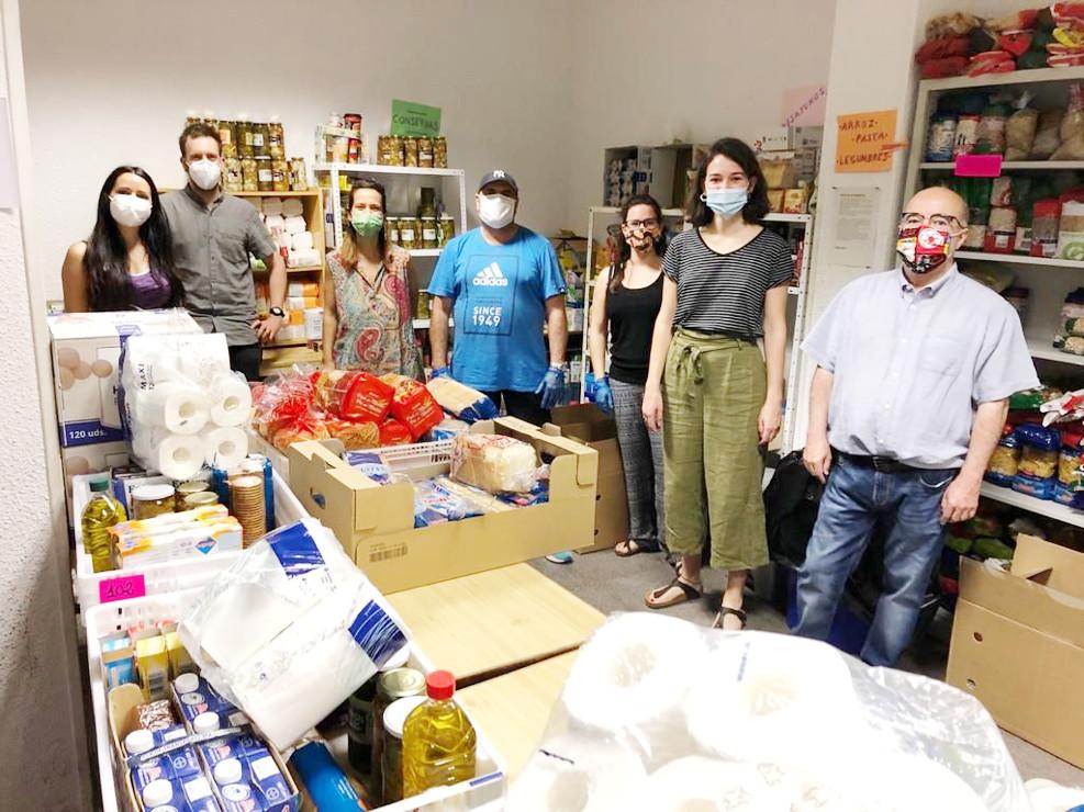 Las redes vecinales distribuyen alimentos a más de 50.000 personas en toda la región