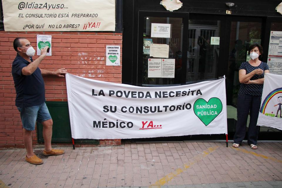 Nueva concentración vecinal en La Poveda para exigir la reapertura de su consultorio médico, cerrado desde marzo