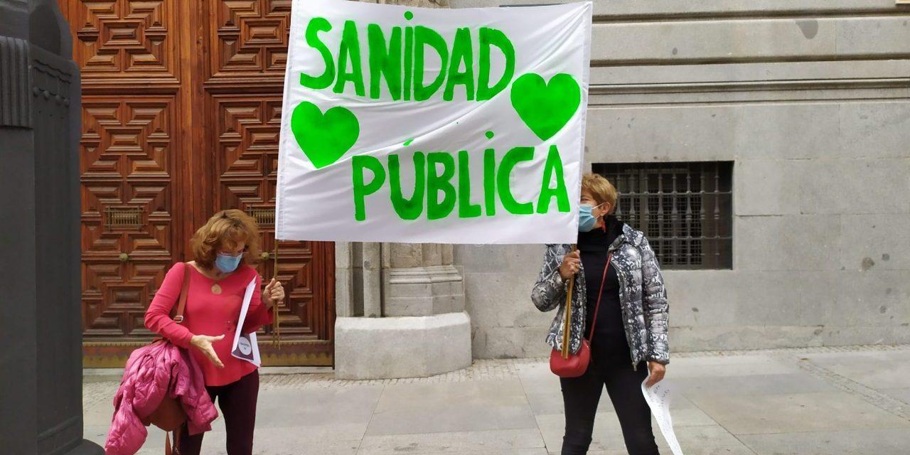 Medio kilómetro de pancartas en defensa de la sanidad pública