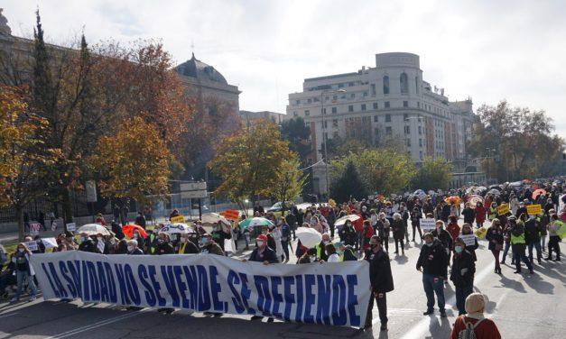 Una contundente Marea Blanca rechaza en el centro de Madrid la gestión sanitaria del Gobierno de Ayuso
