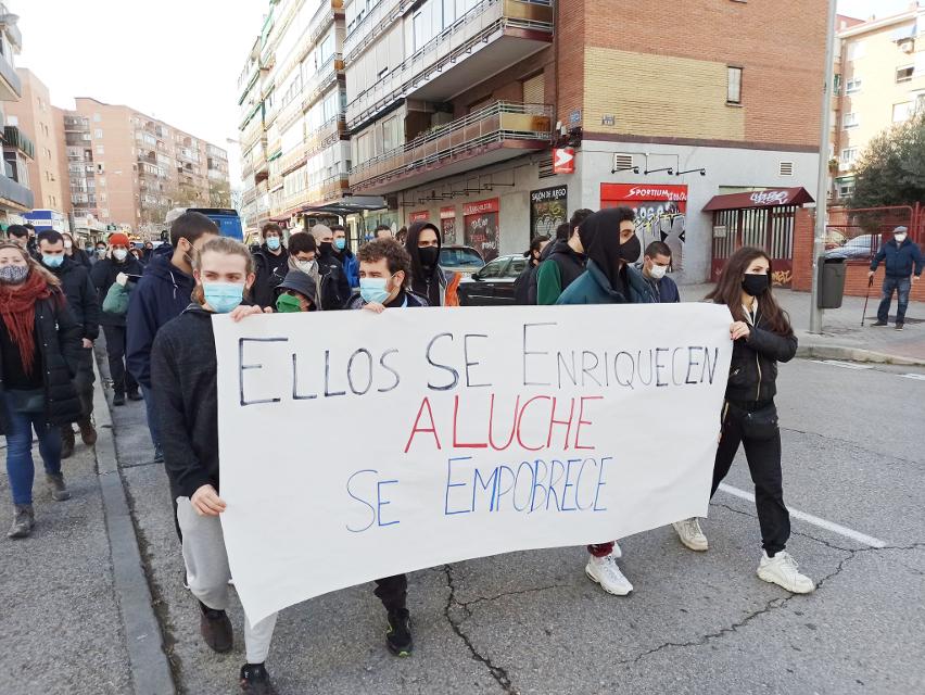 """""""Que no jueguen con nuestras vidas"""": nueva manifestación contra los locales de apuestas en Aluche"""