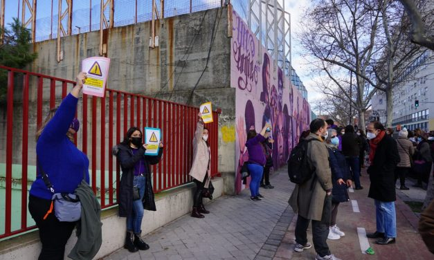 #ElMuralSeQueda : contundente movilización vecinal en Ciudad Lineal para frenar la destrucción de un mural feminista
