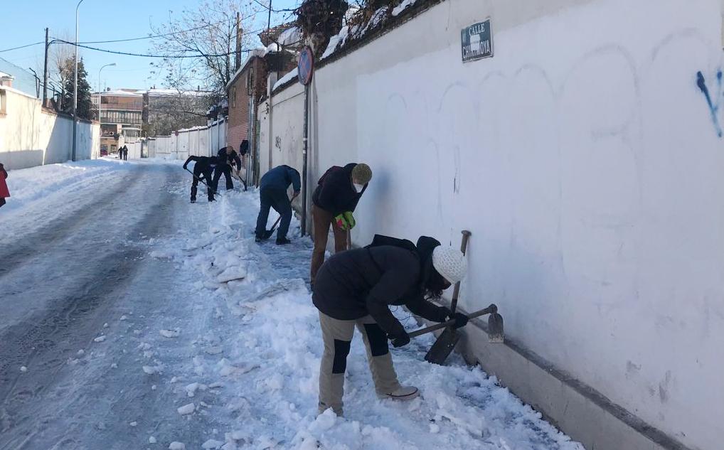 """La AV de Carabanchel Alto denuncia """"inacción municipal en la limpieza vial"""" tras la nevada"""