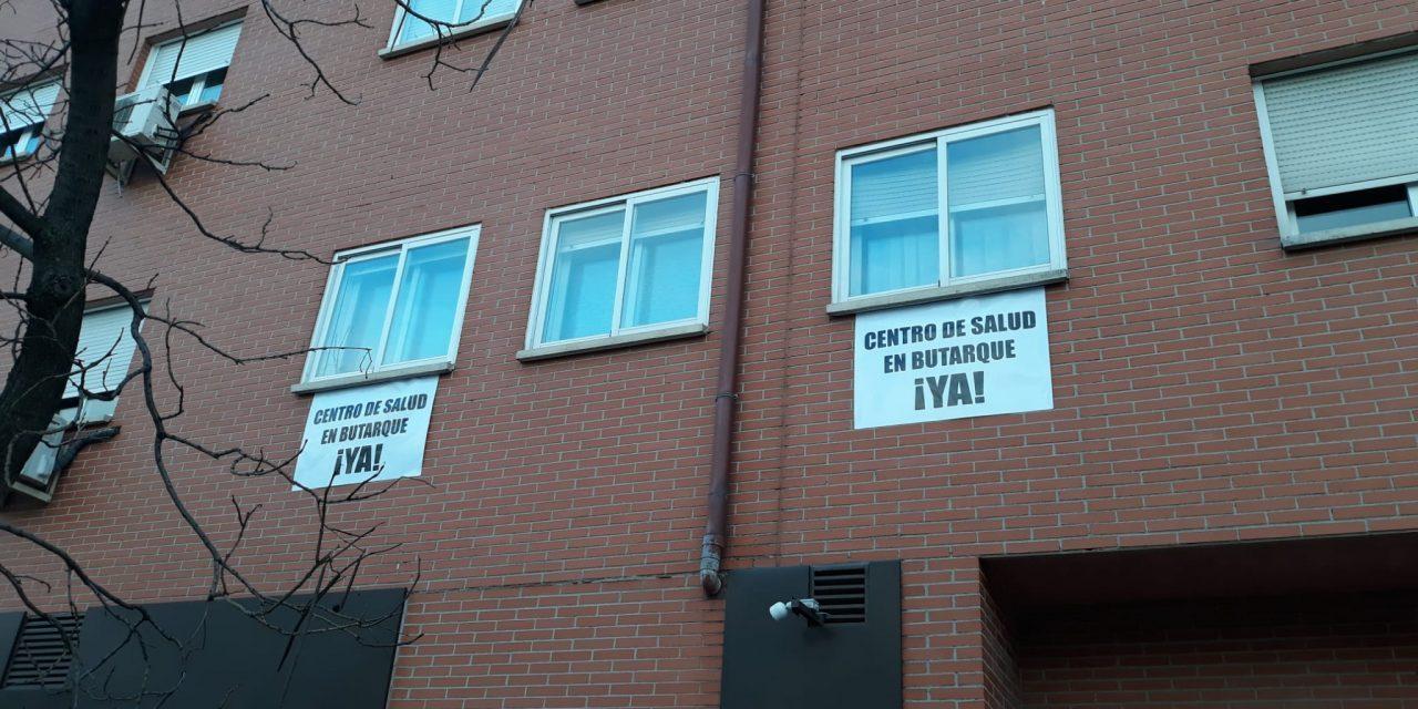 Más de 800 pancartas reclaman en Butarque la construcción de su prometido centro de salud