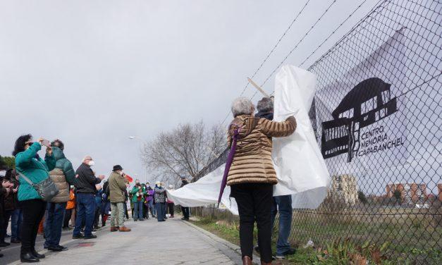 Instalan por tercera vez el Memorial Alternativo de los presos de la Cárcel de Carabanchel