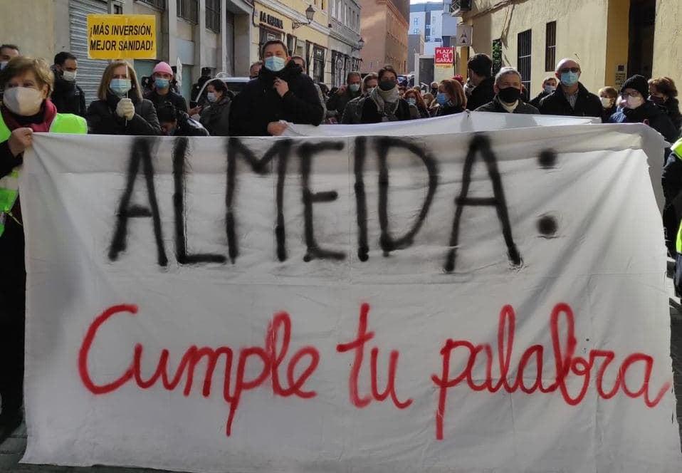 ¡Almeida cumple tu promesa! Concentración en la Junta de Centro para reclamar la apertura de un centro de salud en Gobernador 39