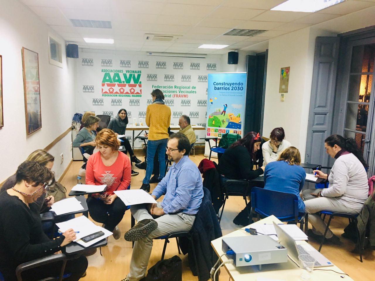 Una sesión de la Escuela Vecinal en el Espacio Vecinal Paco Caño de Lavapiés (Madrid)