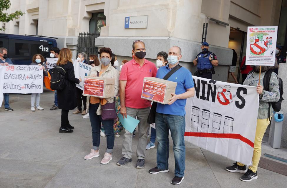 Más de 32.000 personas piden al Ayuntamiento de Madrid que saque las cocinas fantasma de los edificios residenciales