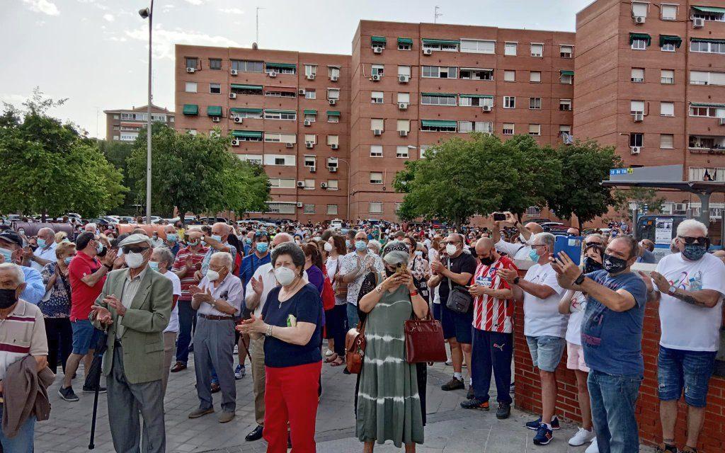Cientos de personas se concentraron ante el Centro de Salud Los Ángeles de Villaverde para pedir más médicos de familia / AV La Unidad de San Cristóbal.