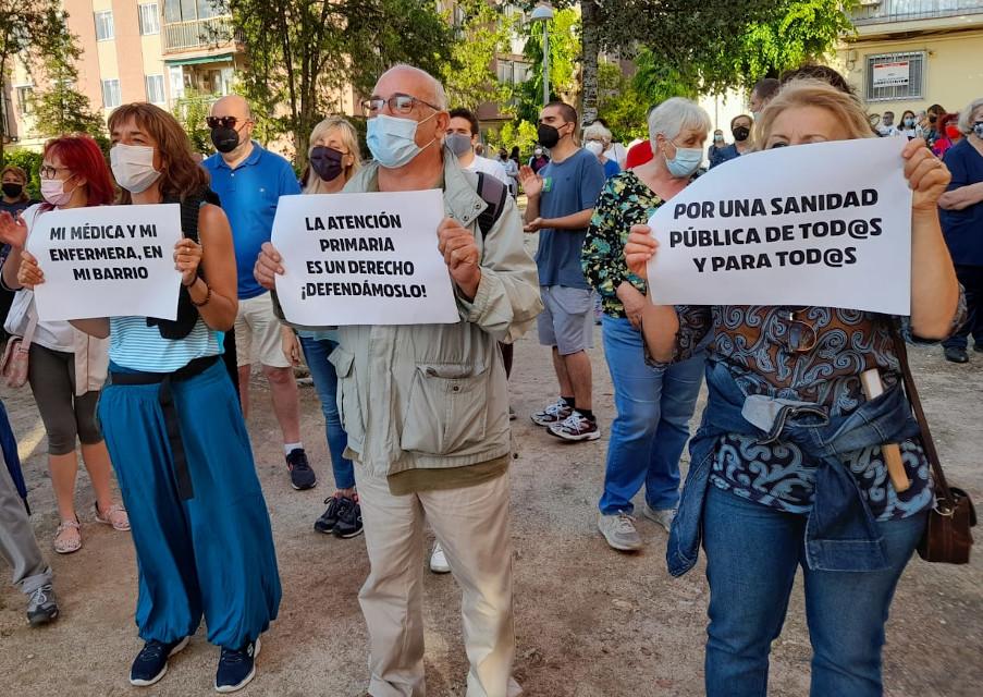 Cuarta semana consecutiva de concentraciones vecinales contra el cierre estival de centros de salud