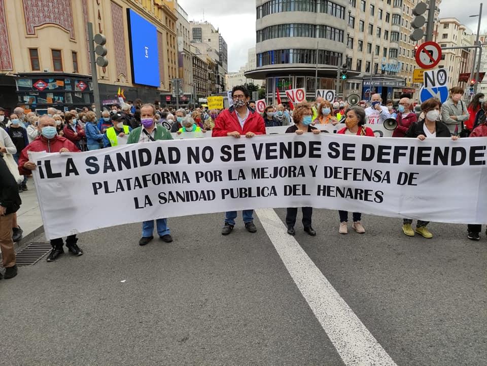 Miles de personas claman en el centro de Madrid contra el deterioro de la Atención Primaria (galería)