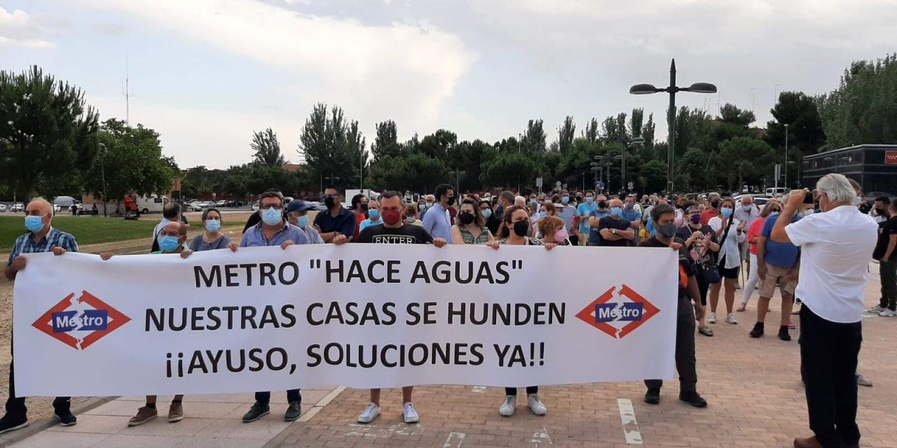 Los afectados por la línea 7B de Metro se plantan en Sol para exigir a Ayuso soluciones urgentes ante la gravedad de su situación