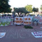 Manifestación en Fuencarral-El Pardo contra el macroaparcamiento de Tres Olivos