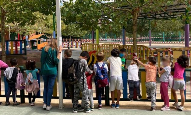 La invasión de conejos impide el uso de instalaciones escolares y zonas verdes en Carabanchel Alto